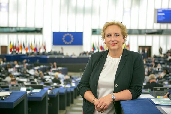 Die EU endlich als etwas Normales betrachten. EU-Abgeordnete Claudia Schmidt über Zukunft, Gender und Autobahnmaut.