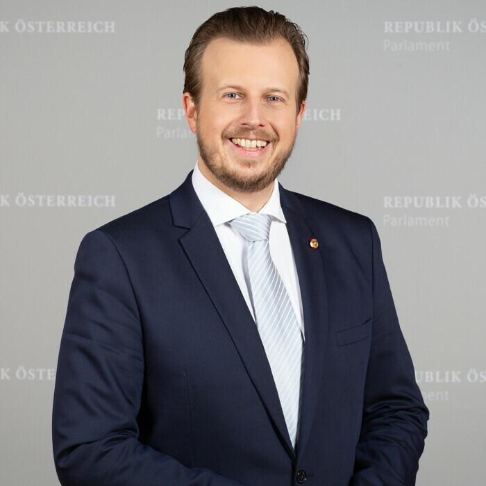 Dr. Karlheinz Kornhäusl