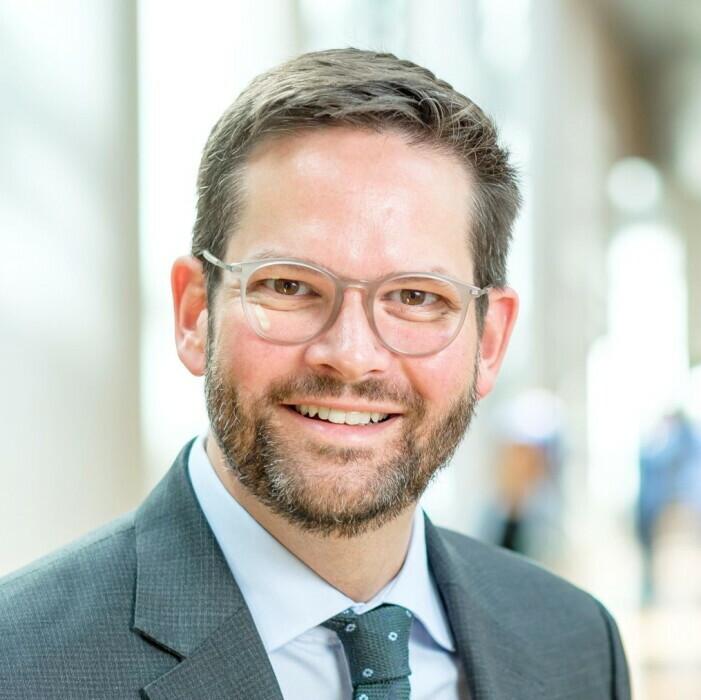 Portraitfoto von Lukas Mandl