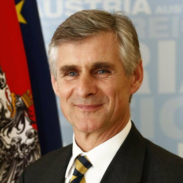 Botschafter Mag. Dr. Michael Linhart