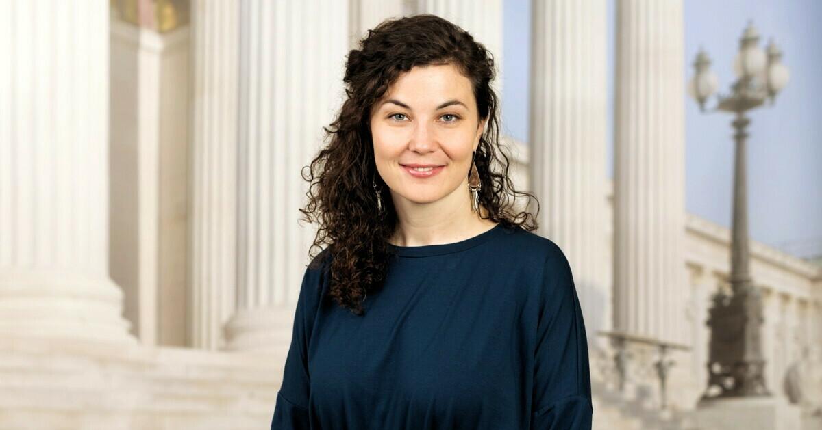 Stephanie Cox, BA